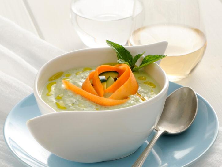 Zuppa fredda di zucchine e yogurt