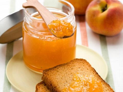 Marmellate fatte in casa: le 20 ricette estive più buone