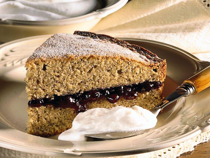 torta-farcita-con-confettura-di-mirtilli