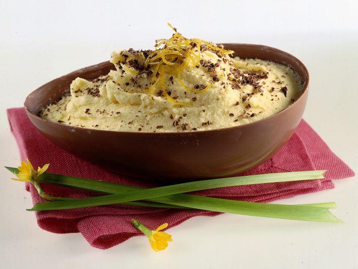 uovo-farcito-con-mousse-di-cioccolato-bianco preparazione