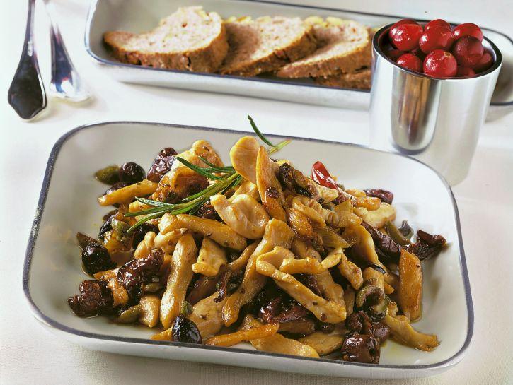 straccetti-di-tacchino-alle-olive-e-pomodori-secchi preparazione