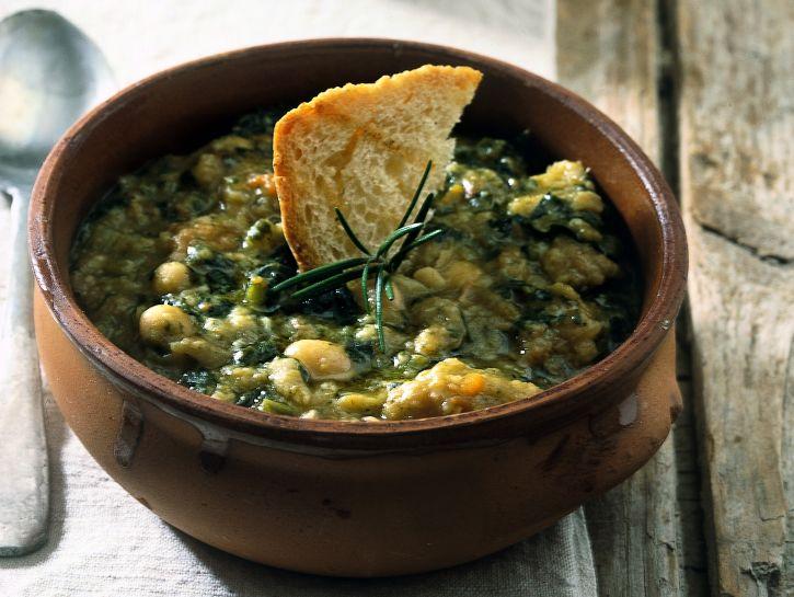 ribollita-zuppa-toscana-di-fagioli-pane-e-cavolo-nero preparazione