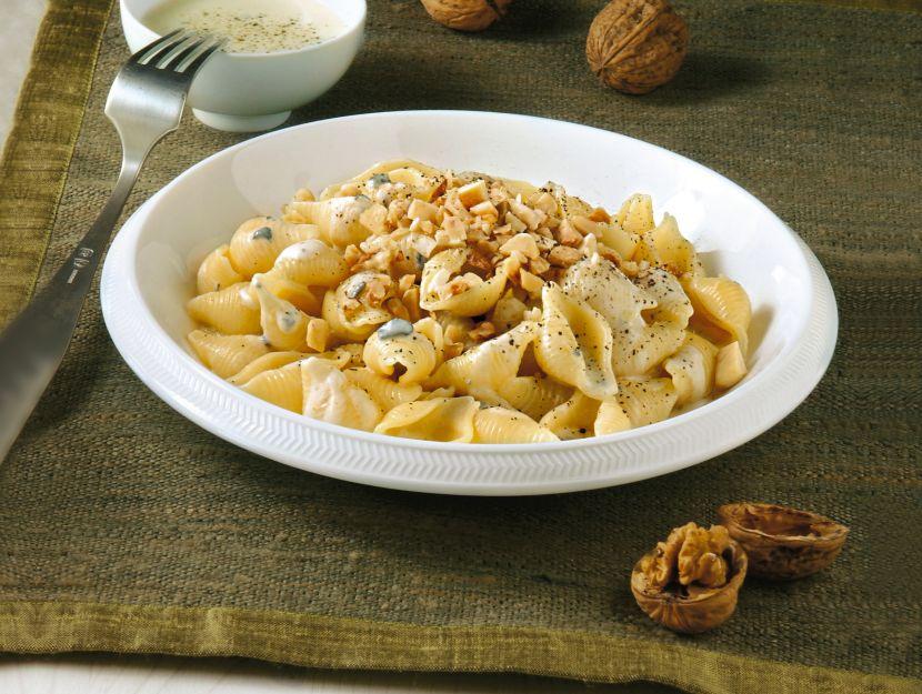 pasta-con-formaggi-e-frutta-secca ricetta