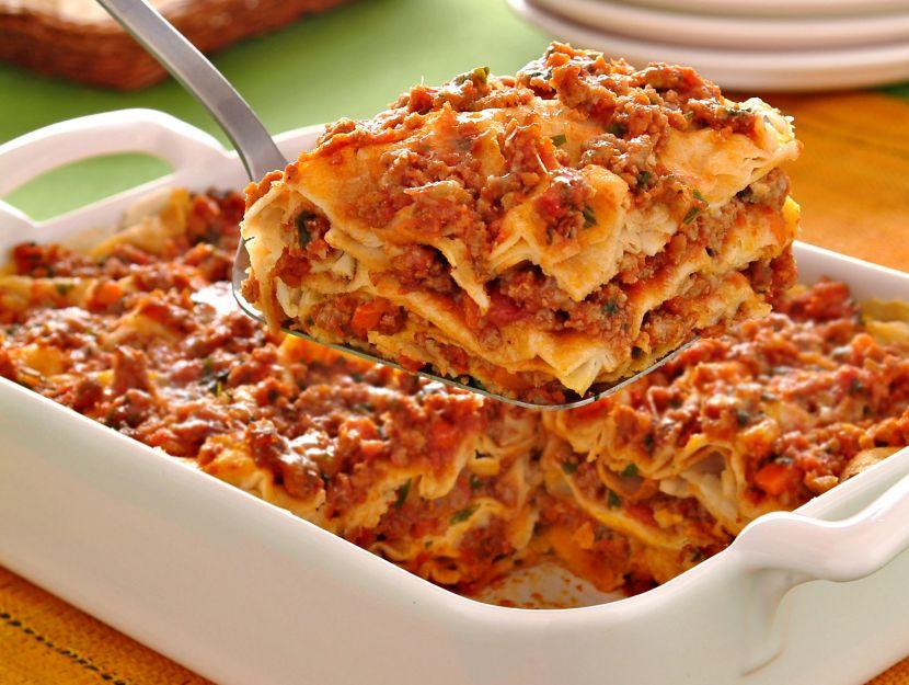lasagne-di-pane-carasau-con-ragu-e-pecorino-sardo preparazione