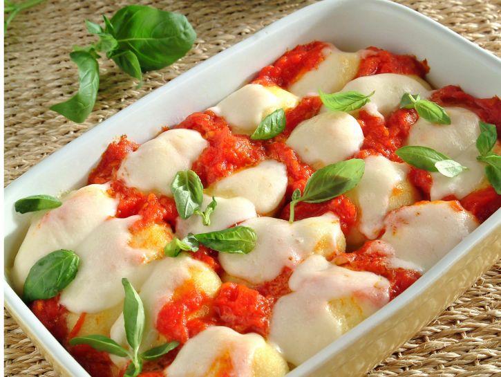 gnocchi-di-semolino-pomodoro-e-mozzarella preparazione