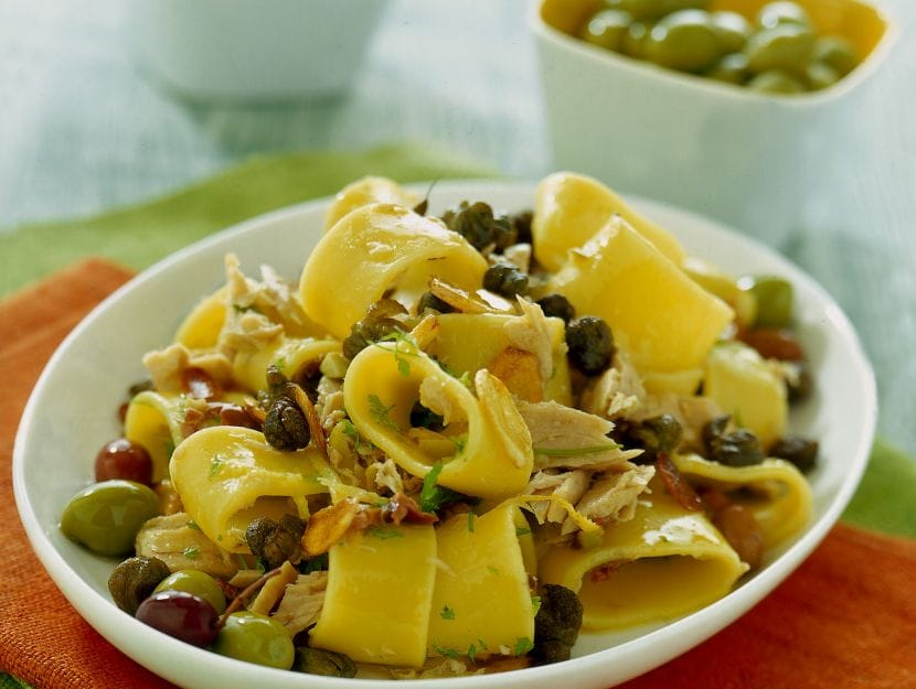 pasta-al-tonno-capperi-e-olive
