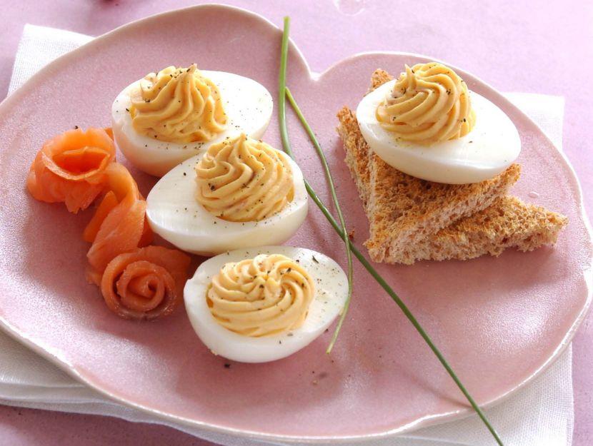 uova sode alla mousse di salmone