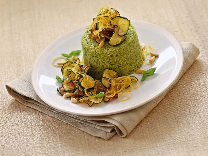 cuscus-al-pesto-di-erbe-con-zucchine-fritte