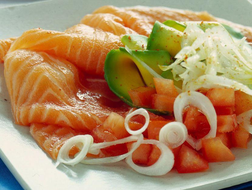 carpaccino-di-salmone-con-avocado-e-lime