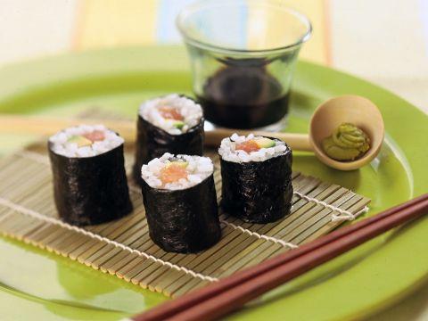 Sushi fai-da-te al salmone affumicato
