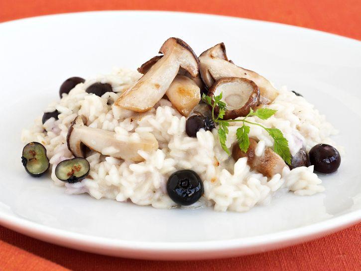 ricetta risotto-mantecato-con-funghi-e-mirtilli