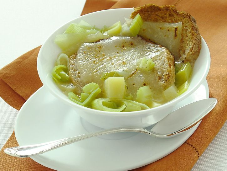 zuppa-di-pane-patate-e-porri foto