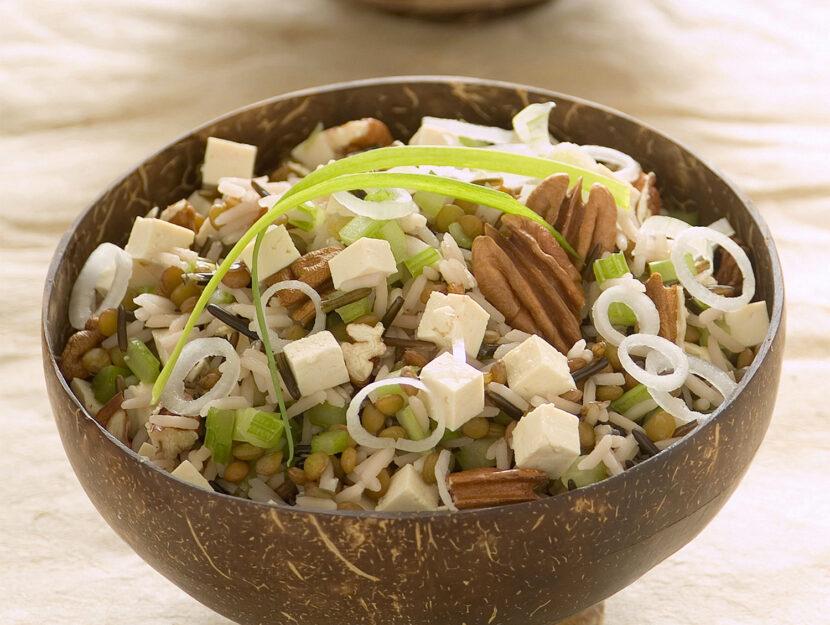 Insalata di riso, lenticchie e tofu