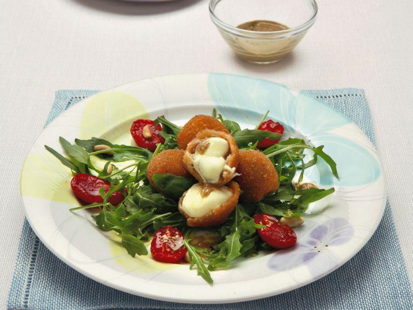 rucola-selvatica-pomodorini-e-mozzarelline-fritte preparazione