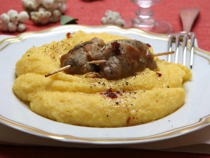 involtini-alle-prugne-e-gorgonzola-con-polenta-gialla preparazione