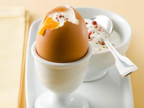 Uova alla coque con crema di feta