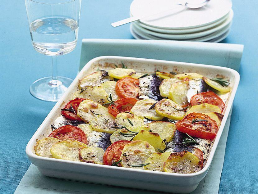 tortiera-di-patate-sarde-e-pomodori