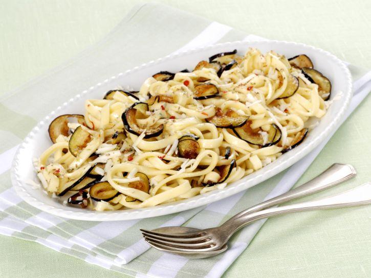 fettucce-con-melanzane-fritte-e-caciocavallo ricetta