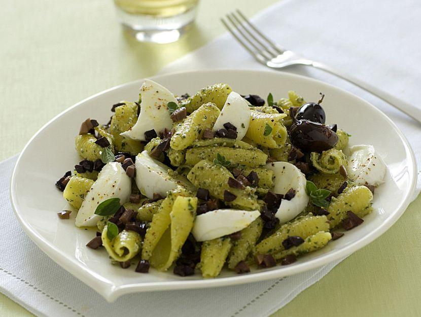 pasta-con-pesto-di-noci-e-mozzarella