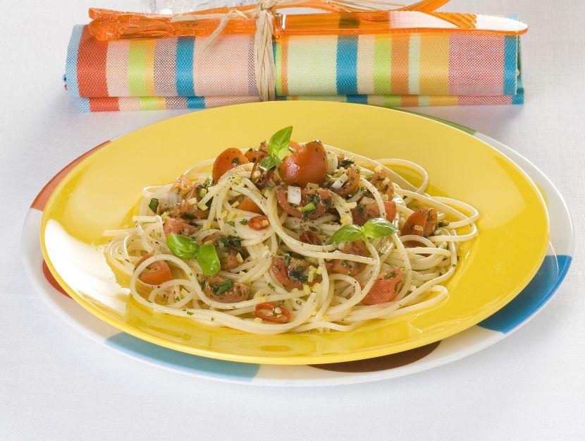 spaghetti-con-pomodorini-marinati