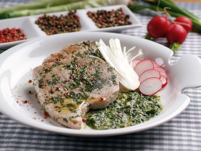 tonno-alla-piastra-in-salsa-aromatica immagine