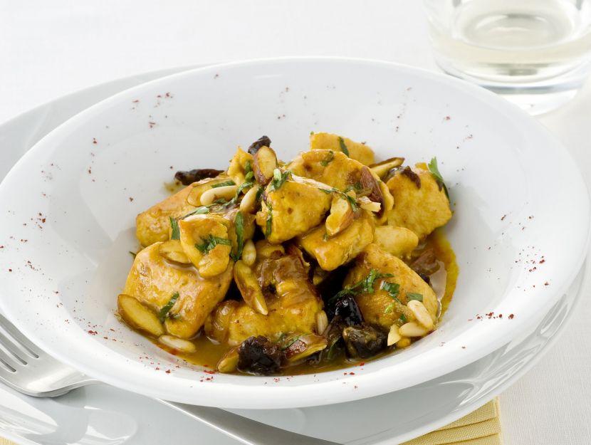 spezzatino-di-pollo-alle-mandorle-e-pinoli