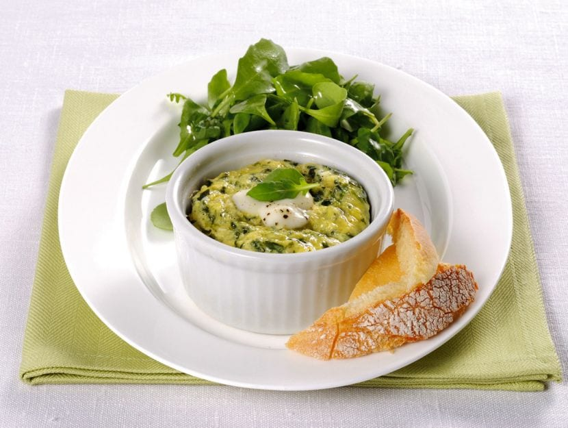 flan-di-uovo-al-verde-con-mozzarella