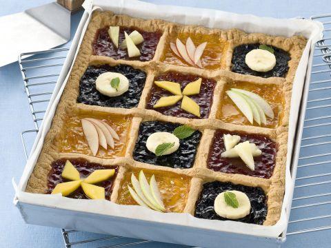 Crostata con confettura e frutta
