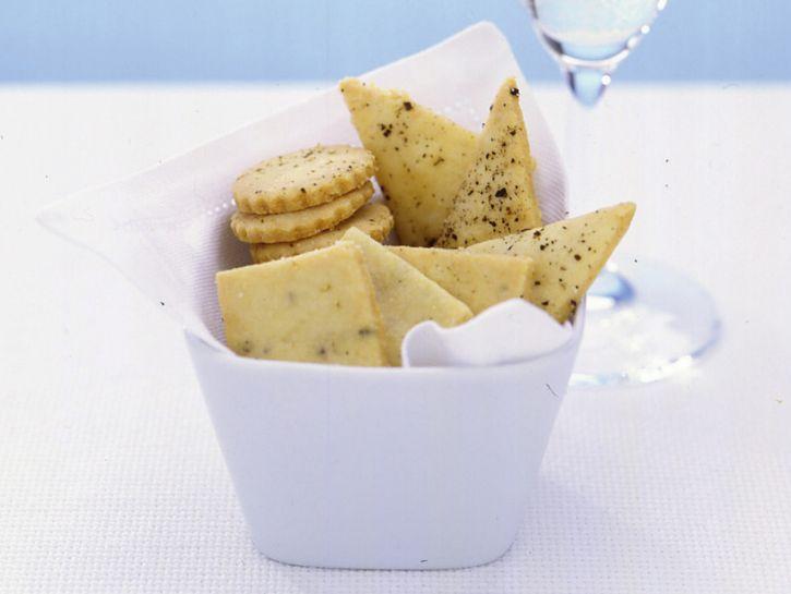 tris-di-salatini-al-pepe-e-farina-di-mandorle