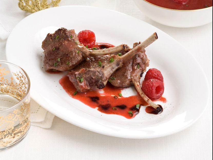 costolette-di-agnello-con-salsa-di-lamponi-e-balsamico