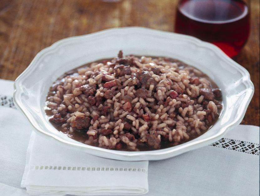 risotto-al-vino-rosso-e-salamelle immagine