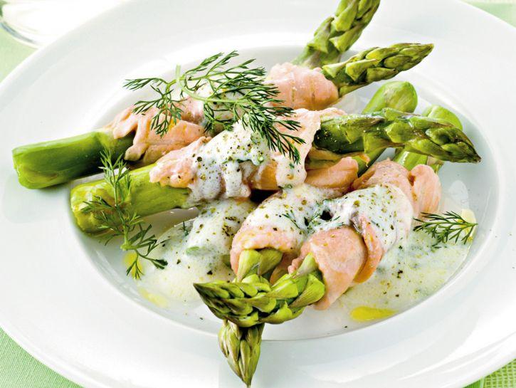 Involtini di salmone agli asparagi