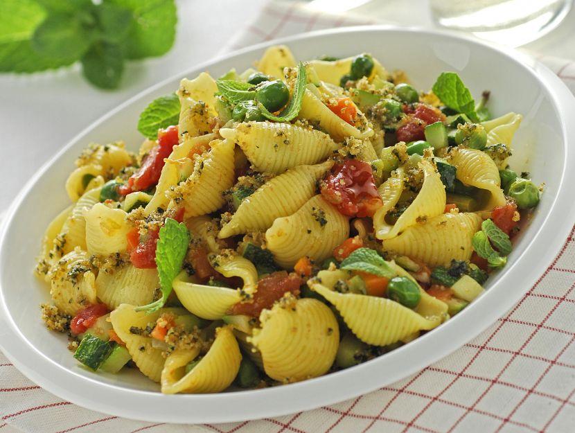 pasta-con-sugo-di-verdure-e-pangrattato immagine