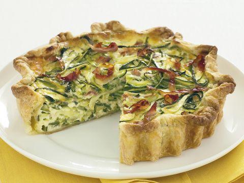 Torta salata con zucchine, parmigiano e speck