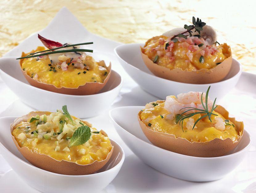 uovo-strapazzato-con-gorgonzola-gamberetti-funghi-e-zucchine