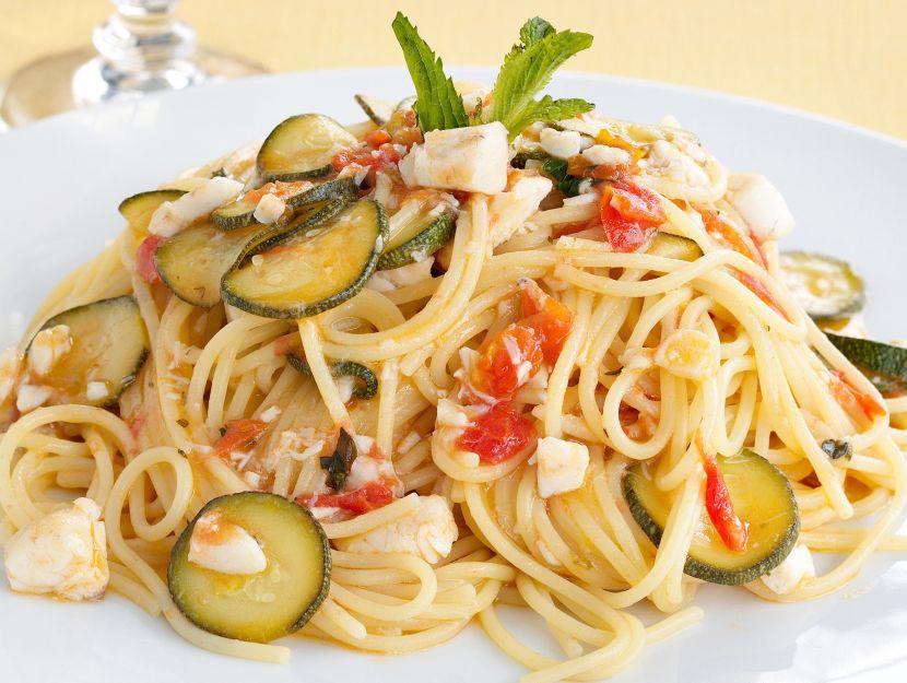 spaghetti-con-branzino-e-zucchine immagine