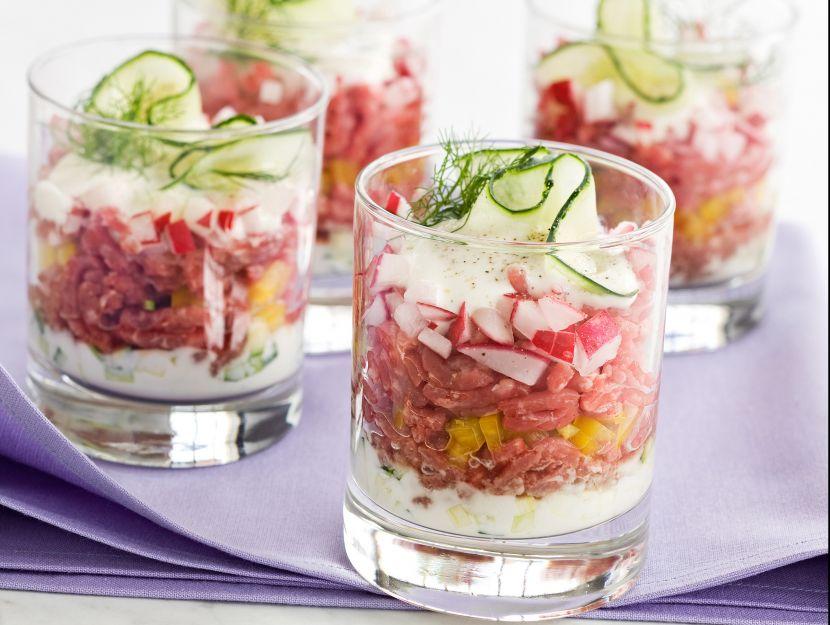 coppette-di-tartare-di-manzo-e-verdure-croccanti