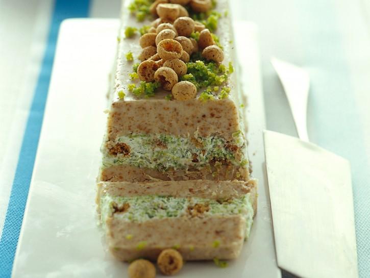 semifreddo-di-amaretti-farcito-al-pistacchio ricetta