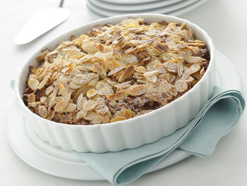 pie-di-pere-e-mandorle-con-corn-flakes immagine