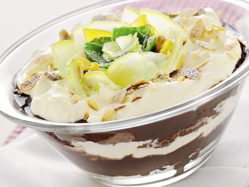coppa-di-pandoro-al-cioccolato-e-amarene immagine