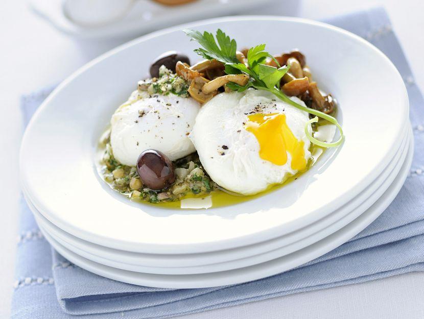 Uova in camicia con salsa di capperi alla lombarda