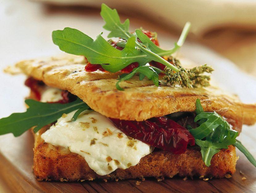 toast-con-burrata-rucola-e-pomodorini