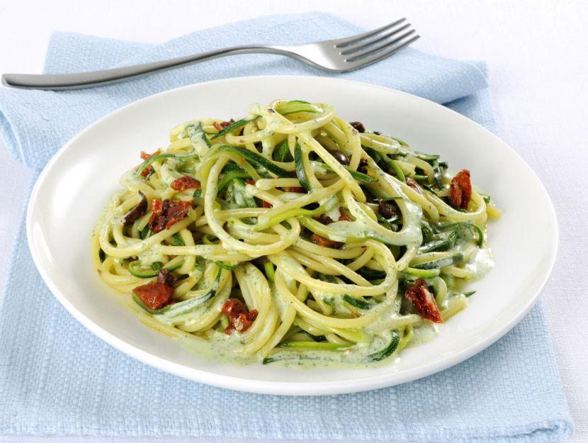 spaghetti-con-zucchine-e-olive