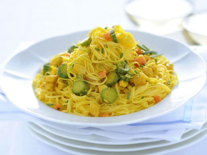 tagliolini-con-ragu-di-pollo-e-zucchine-allo-zafferano