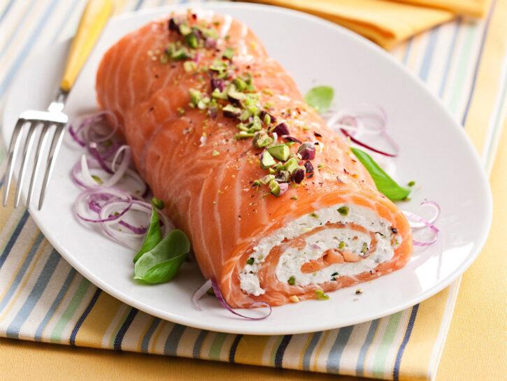 Rollé di salmone e ricotta ai pistacchi