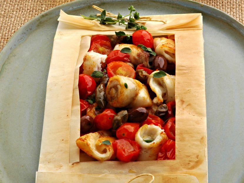 bocconcini-di-spigola-con-capperi-olive-e-pomodorini