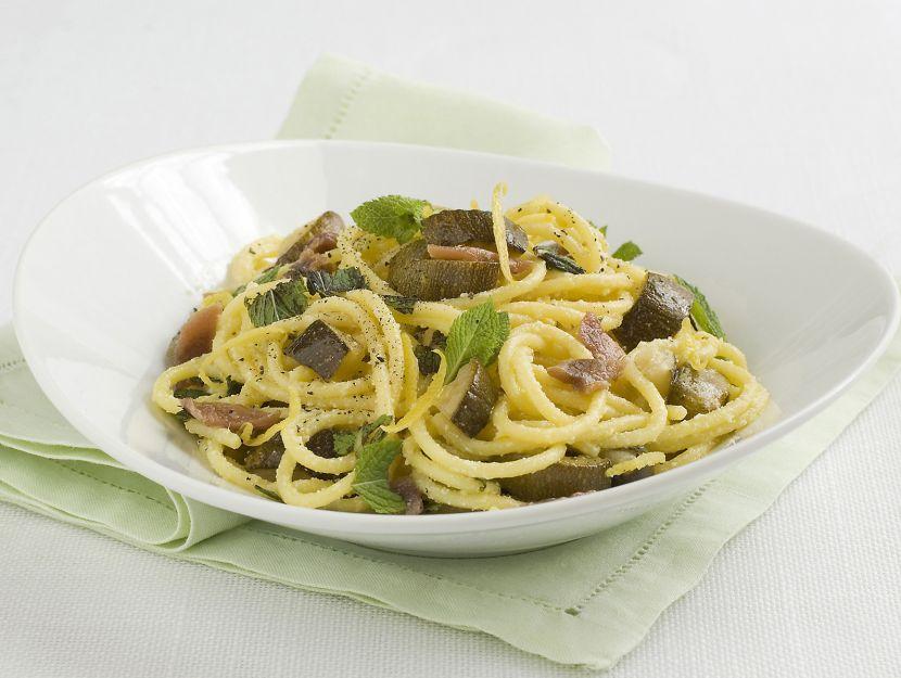 pasta-alle-zucchine-arrostite-acciughe-e-menta