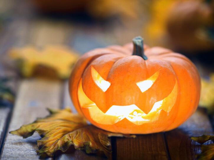 Zucca intagliata di Halloween o Jack O' Lantern - Credits: Olycom