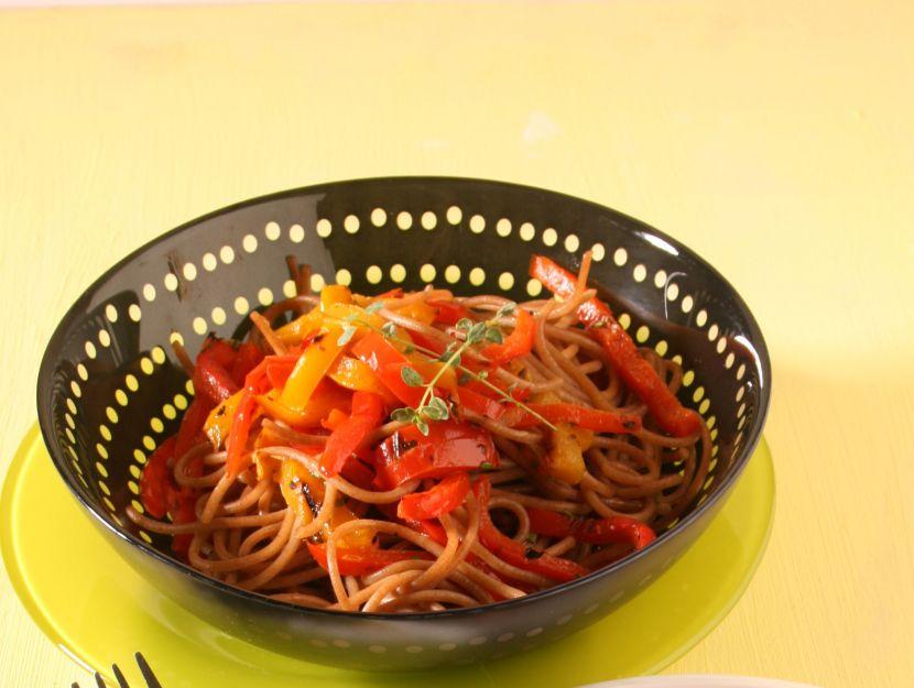 spaghetti-di-farro-con-i-peperoni