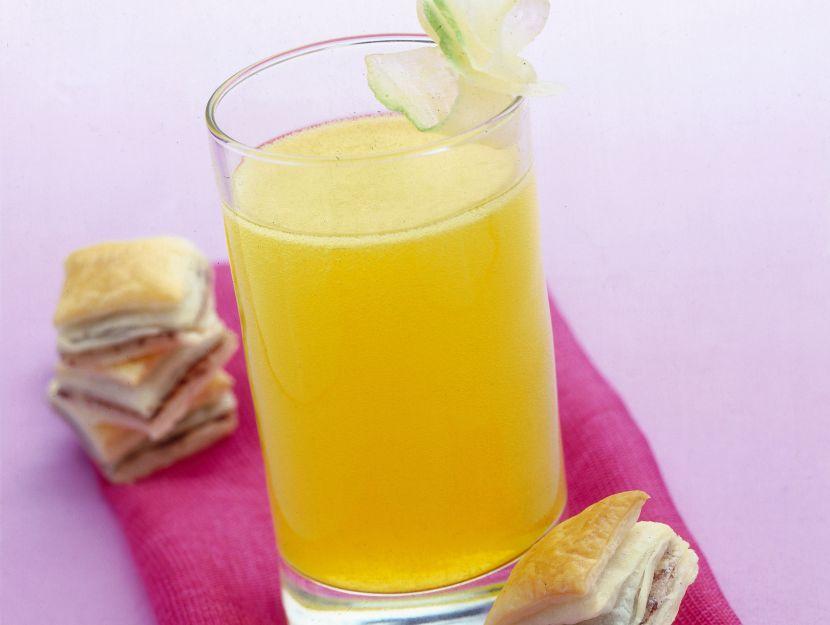 cocktail-al-cedro-e-quadratini-alle-olive